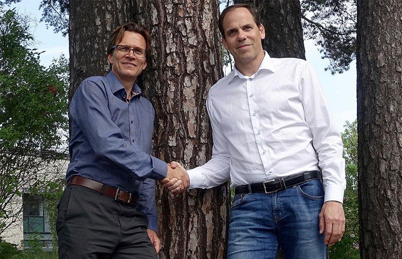 Carsten Krøger i StartBANK (t.v.) og Lars Chr. Fredenlund i coBuilder skal gjøre det enklere å sile vekk de useriøse i jungelen av aktører i byggenæringen.